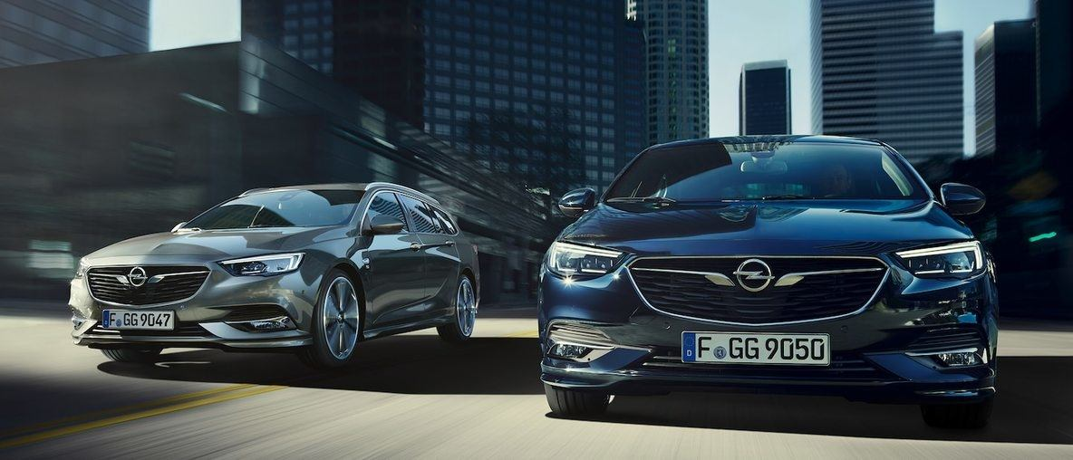 New Opel Insignia Grand Sport, city background